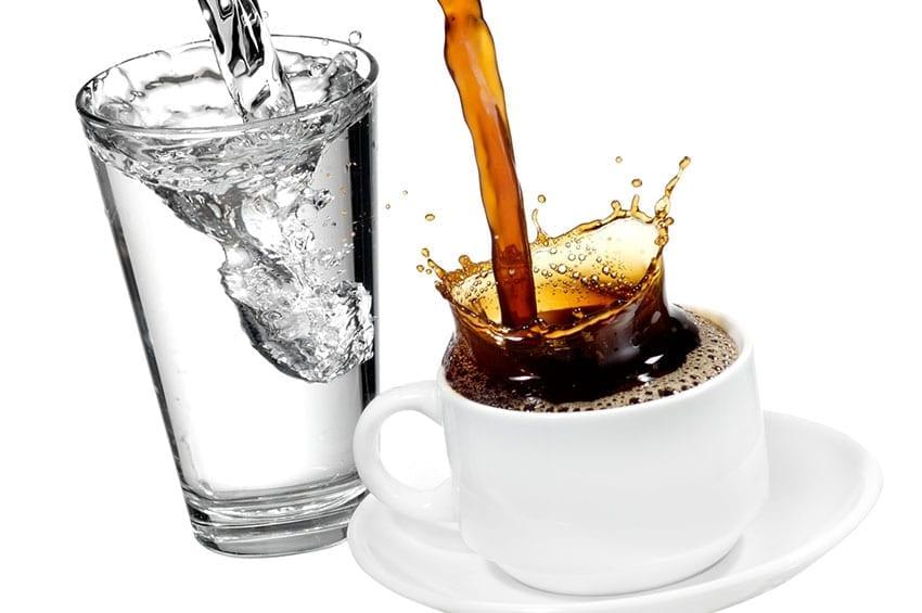 11 Refreshing Keto Drinks to Enjoy