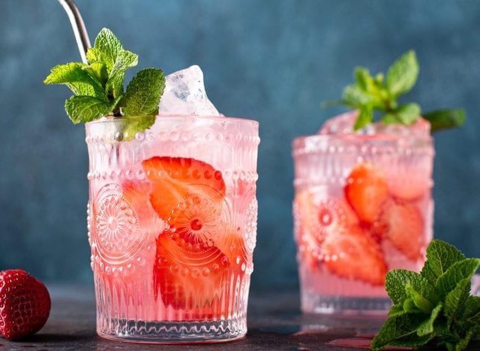 keto strawberry lemonade mojito