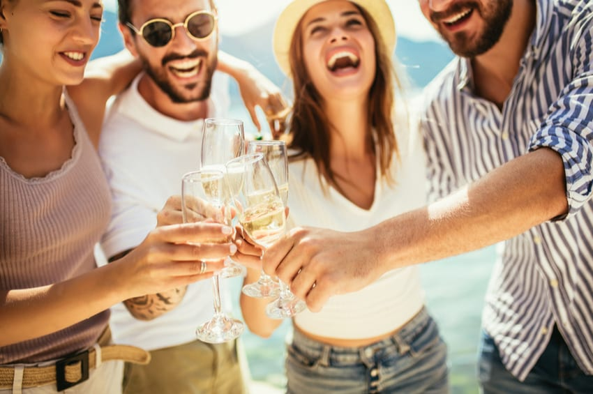 Keto Alcohol Guide:  Low-Carb Options for Summertime Fun