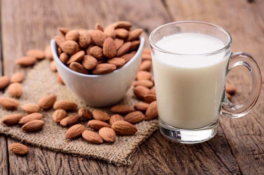is almond milk keto